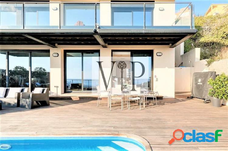 Alquiler de casa independiente de lujo con vistas al mar y piscina 2