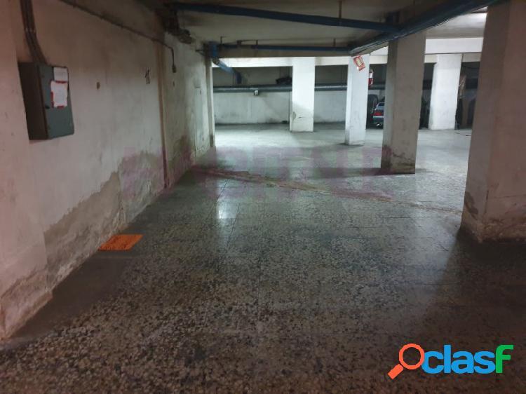 Centro: plaza de garaje abierta de 16 m2, fácil acceso. 8.800 €