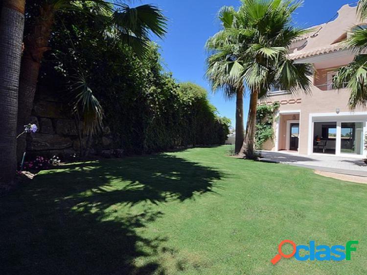 Casa adosada de 4 dormitorios completamente reformada y modernizada en La Vizcaronda, Manilva, Málaga, Costa del Sol. 1