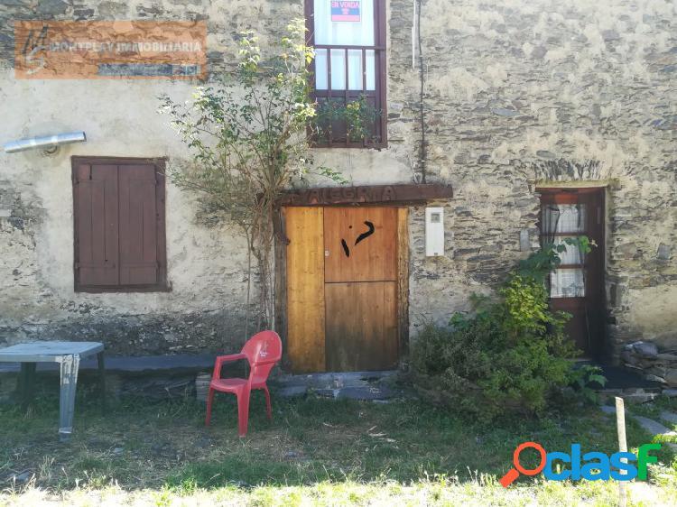 Casa de pueblo con jardín para reformar en vilamos