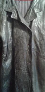 Abrigo de cuero color marron