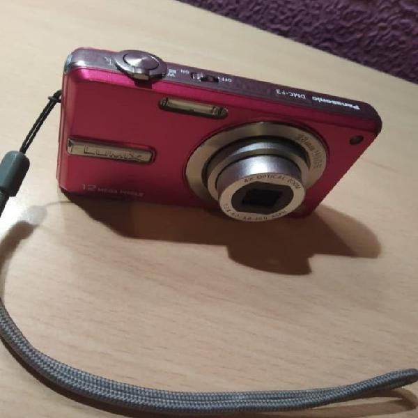 Cámara de fotos digital + cargador + tarjeta sd