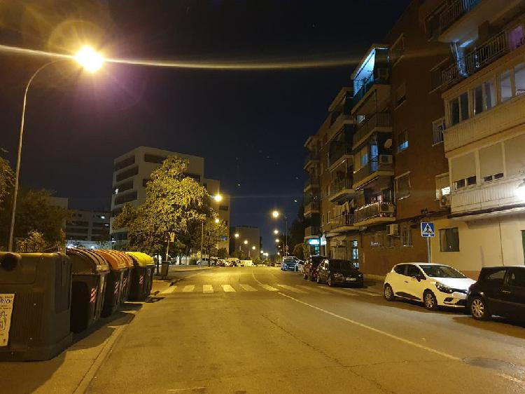 Español se ofrece como mayordomo o chofer