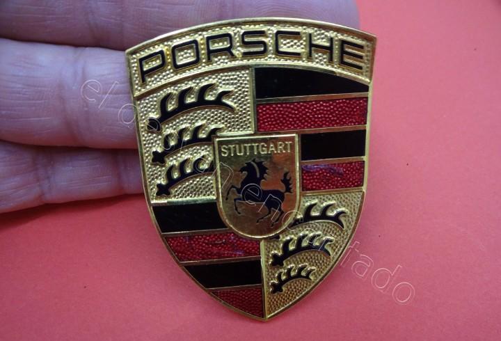 Porsche. escudo o distintivo original para el volante o