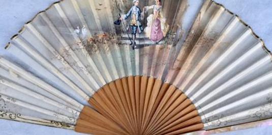 Abanico de seda antiguo pintado a mano