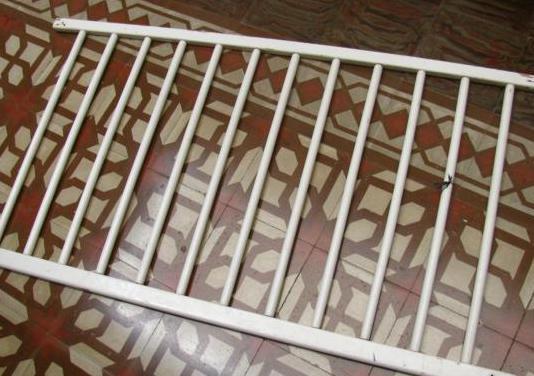 Barrera de cama o puerta de seguridad