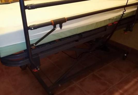 Cama articulada con carro elevador