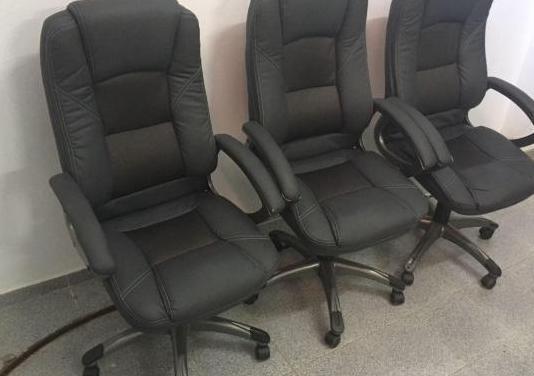 Conjunto muebles y sillas de oficina