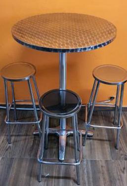 Mesa alta con 3 taburetes