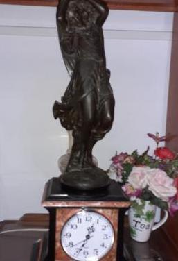 Reloj del siglo xix, mármol y bronce