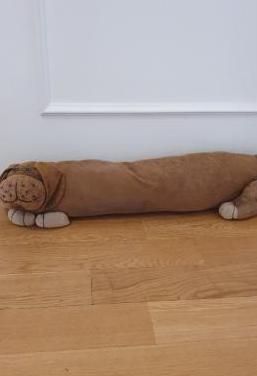 Burlete para puerta con forma de perro