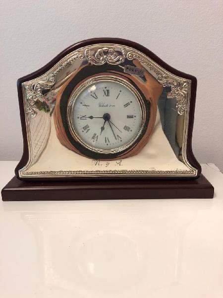 Reloj de sobremesa de plata de ley