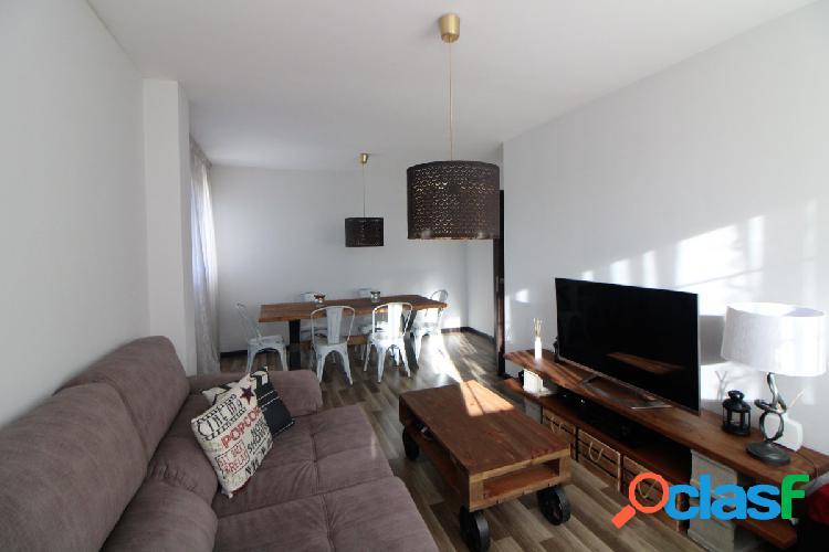 Se vende piso de dos habitaciones completamente amueblado con plaza de garaje y trastero