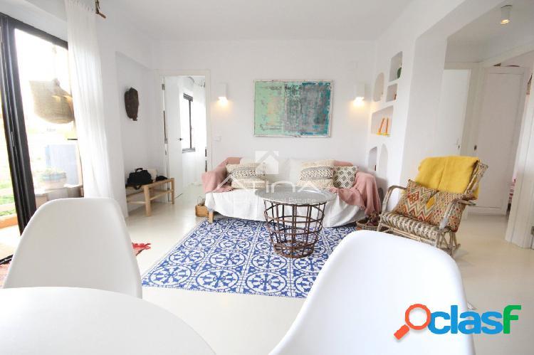 Apartamento reformado con encanto junto a la playa del Arenal, Javea. 1