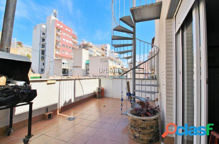 Ocasión Atico centro Alicante, 3 dormitorios, 2 baños,terraza +solarium,garaje y trastero incluido 1