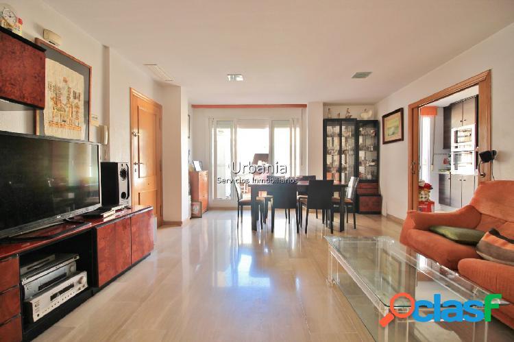 Ocasión Atico centro Alicante, 3 dormitorios, 2 baños,terraza +solarium,garaje y trastero incluido 3
