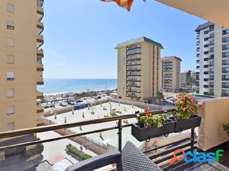 Bienvenido a este apartamento renovado junto al Paseo Maritimo de Fuengirola!