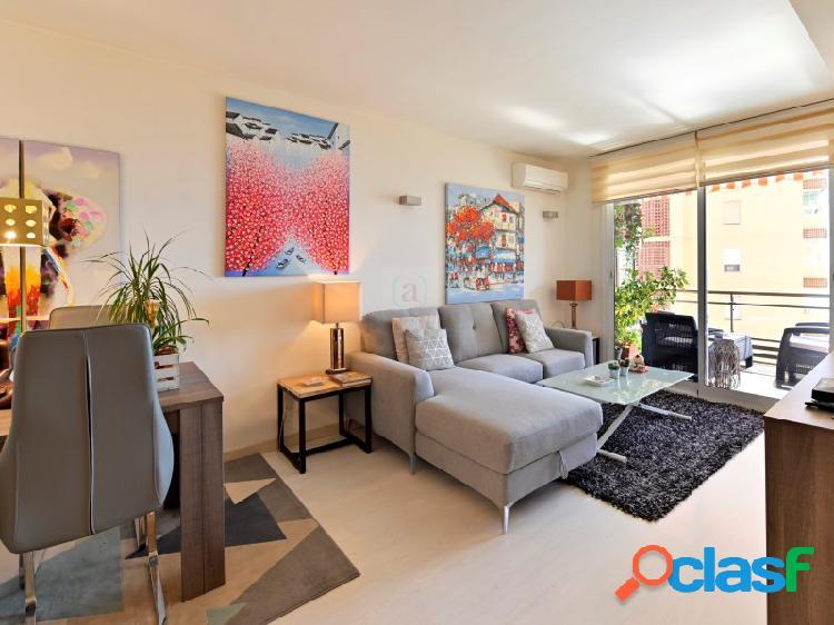 Bienvenido a este apartamento renovado junto al Paseo Maritimo de Fuengirola! 2