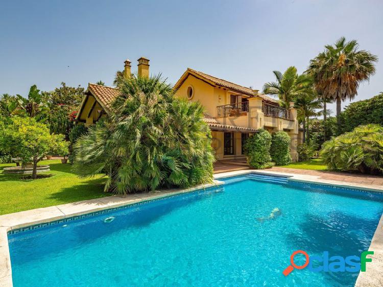 Elegante villa junto a la playa a un minuto a pie de la playa