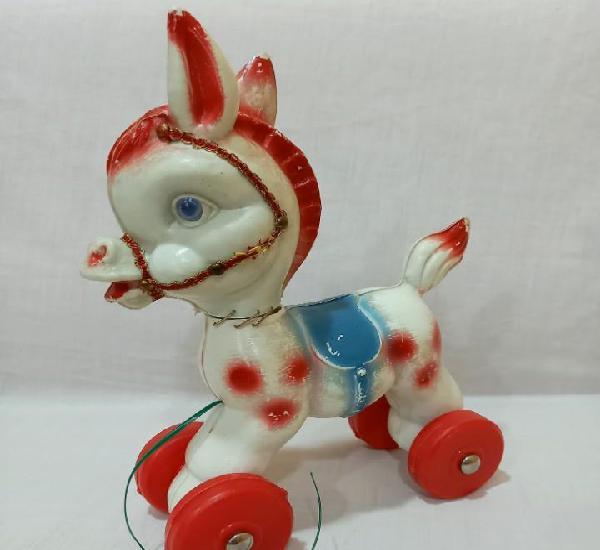 Antiguo caballo de plástico duro de arrastre años 60