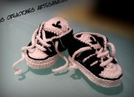 Adidas hechas en crochet a mano personalizables