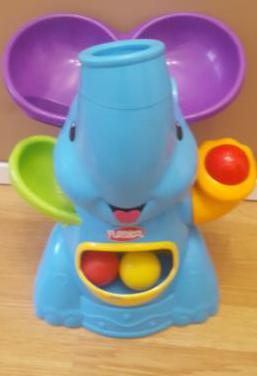 Elefante lanza pelotas playskool
