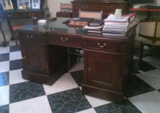 Mesa despacho clásica madera caoba.
