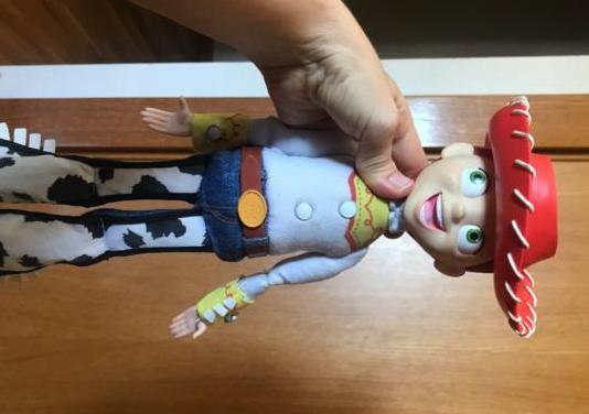 Muñeca jessie de toy story que habla