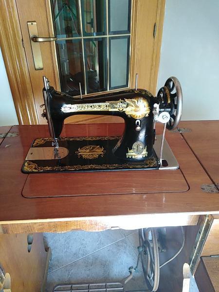Se vende estupenda maquina de coser tiene una anti