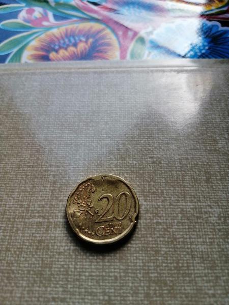 Moneda de 20 centimos con varios errores.