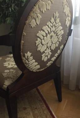 Dos sillones de madera
