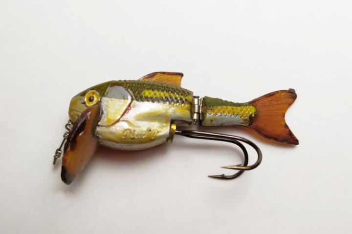 Señuelo de pesca antiguo