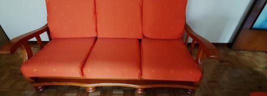 Sofá y dos sillones.