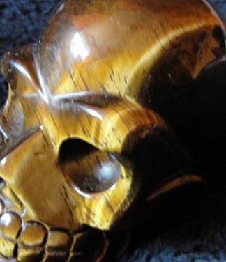 Calavera ojo de tigre - piedra semipreciosa -