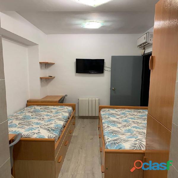 Habitación doble con baño privado en piso de estudiantes 1