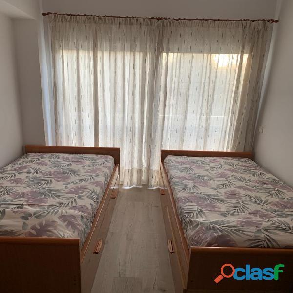 Habitación doble con baño privado en piso de estudiantes 16