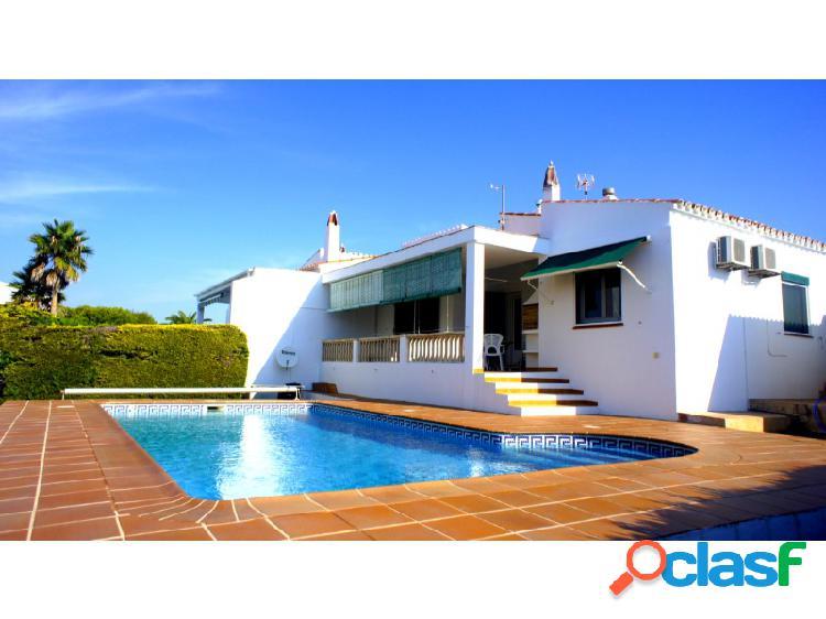 Chalet adosado en venta en menorca (es canutells, mahón / maó) con piscina y garaje