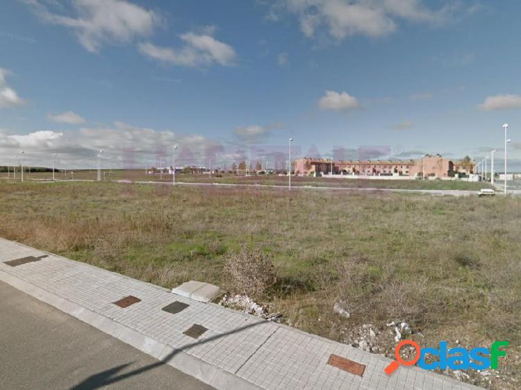 Parcela urbana en venta para chalet individual en el municipio de moriscos, situado a menos de 10 km de la ciudad de salamanca. parcela de 710 m2 de superficie, llana y con una edificabilidad