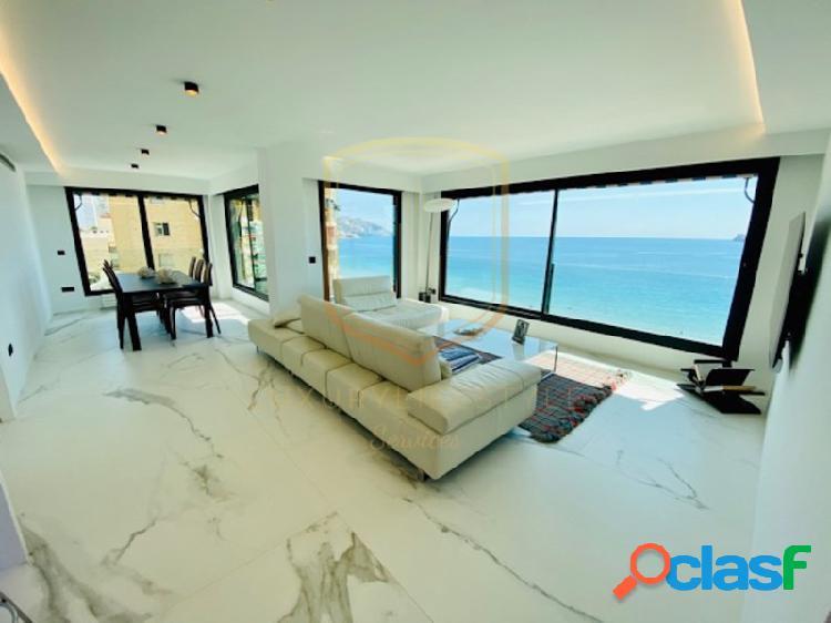 Apartamento de estilo moderno, en primera linea de playa