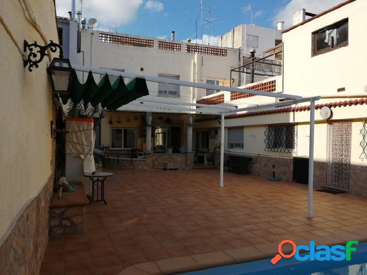 Casa de pueblo en solar de 500 m2 en el centro de pineda