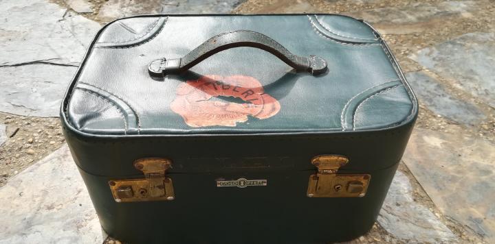 Antigua maleta viaje bolso de mano aerolíneas iberia