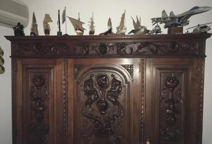 Despacho principios siglo xx con talla de madera y en