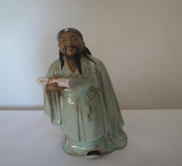 Figura en porcelana monje chino. altura 20 cm. ancho 9 cm.