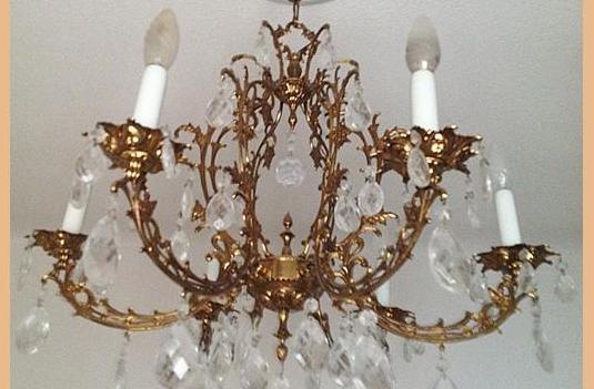 Lámpara araña de techo, muy decorada