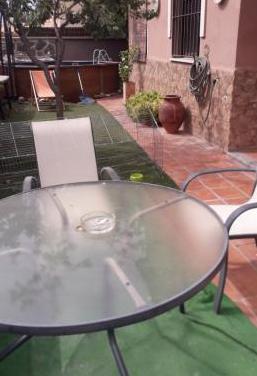 Mesa y 2 sillas del jardin