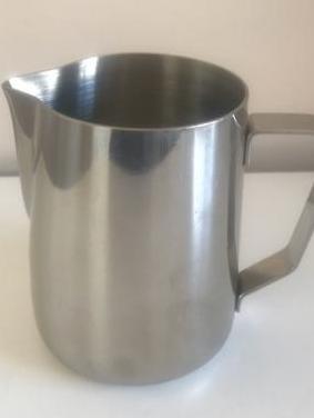 Nueva jarra de acero inoxidable