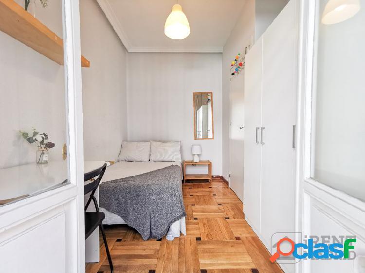 Habitación con terraza y gastos incluidos en barrio salamanca