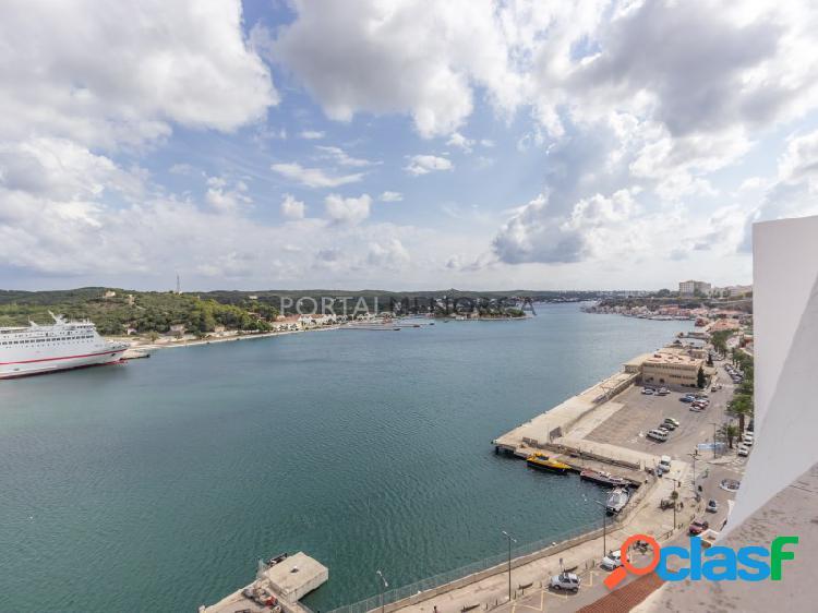 Piso en pleno centro con vistas al puerto de mahón