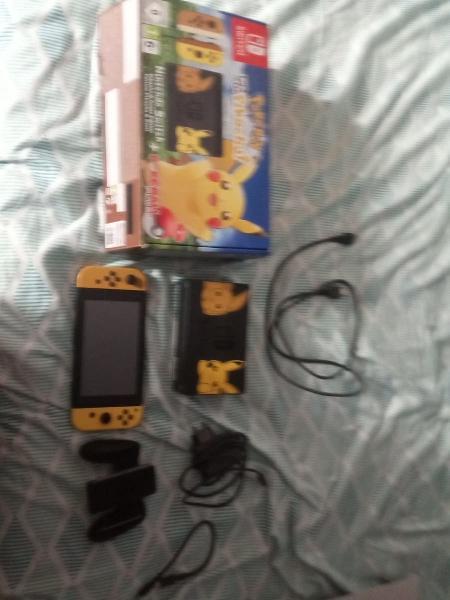 Nintendo switch edición pokémon let's go + funda