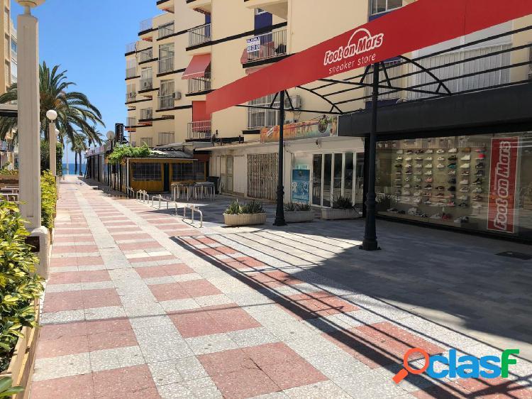 Local comercial reformado y montado como cafetería/ bar de copas a 20 m de paseo marítimo de levante